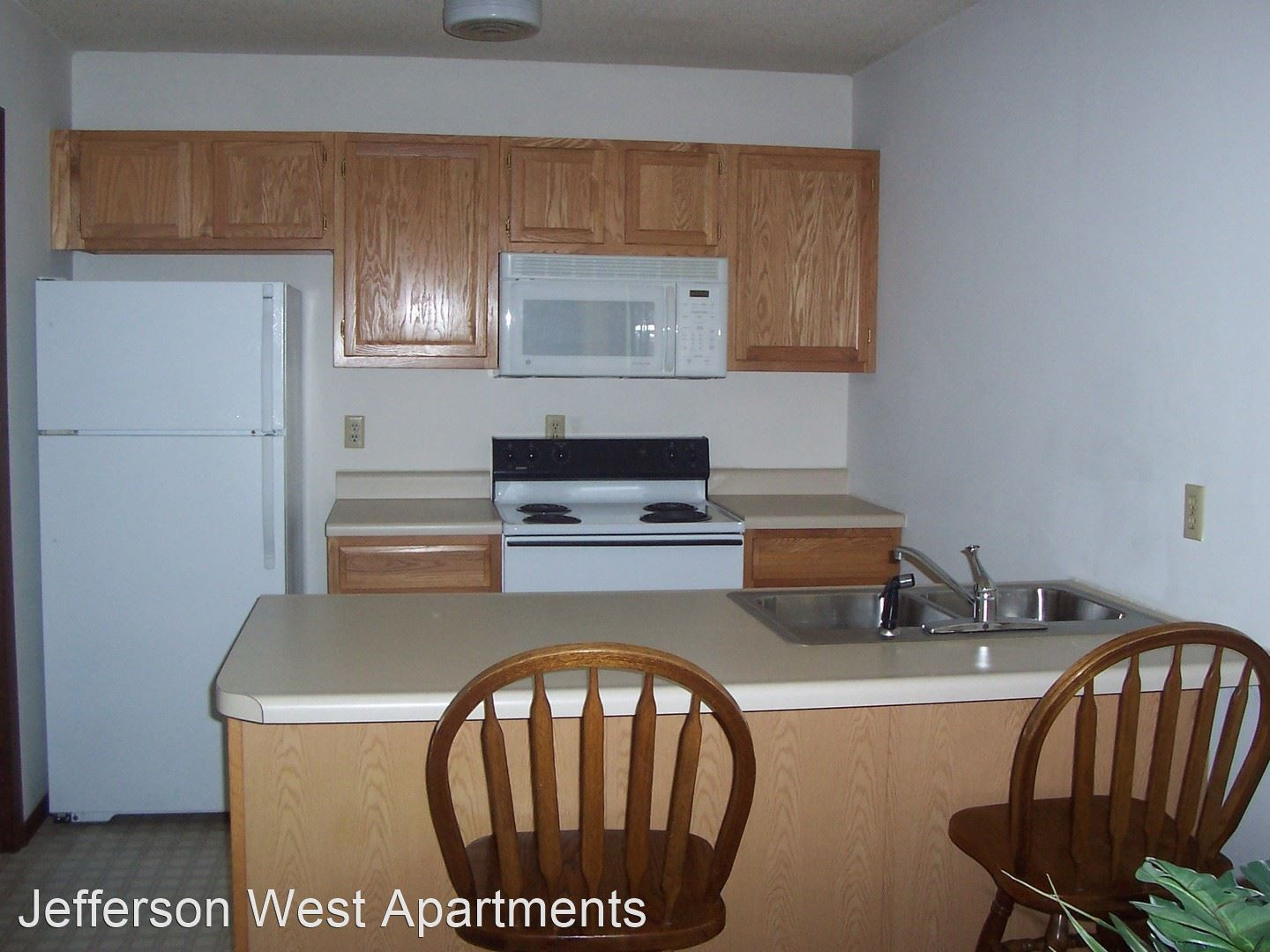 810 Wildwood Unit 1-211